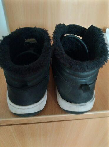 Hm zimske cipele vel 35 cena 300rsd.postavljene