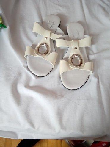 Ženske Sandale i Japanke - Crvenka: Bele kozne lak papuče br 39 slabo nošene