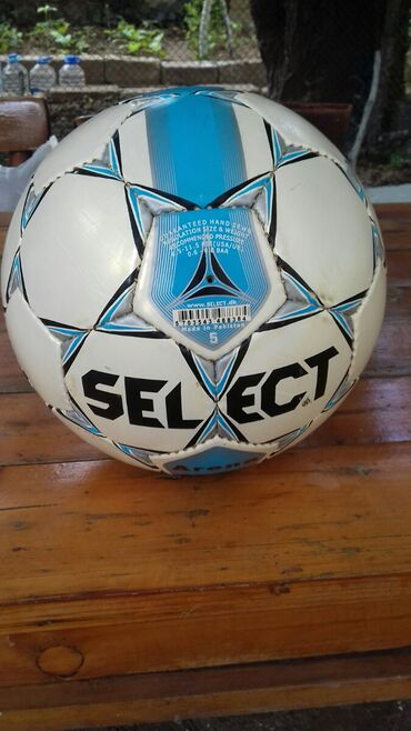 Futbol Topu Tazadir Pakistanindir.Cox keyfiyattli topdur