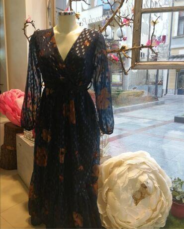 Haljina kupljena i nikad nije obučena boje su očaravajuće i kroj made