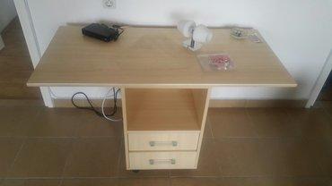 Hitno prodajem sto može kao pisaći a može i kao tv sto.. Otvor + 2 fio - Beograd