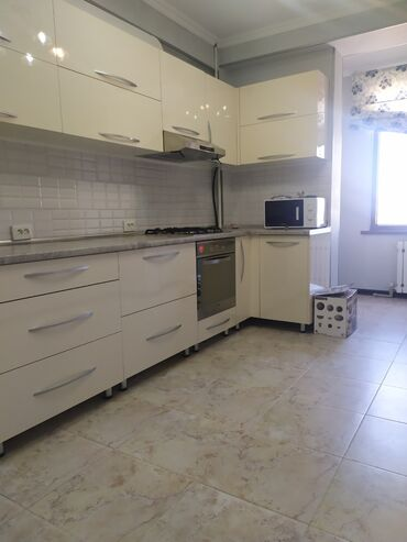 Продажа квартир - Бишкек: Элитка, 2 комнаты, 70 кв. м Бронированные двери, Лифт, С мебелью