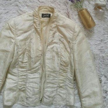 Kao nova jakna norveskog brenda Jean Paul bez boje sa reljefnim