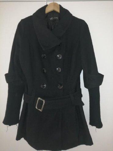 Kape - Srbija: Crni kaput M velicina ali moze i kao L, ocuvan. Hvali crna maskica