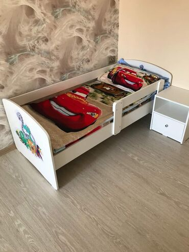 Продаю детскую кровать 160*70 С тумбой и матрацом  Использовали 1 год
