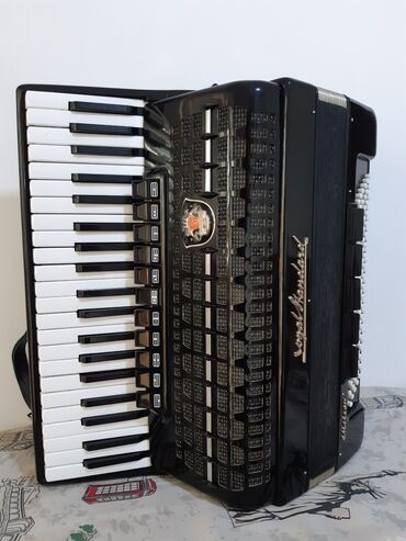 Аккордеоны - Кыргызстан: Срочно продаю аккордеон Royal Standard meteor. звук отличный. Берите