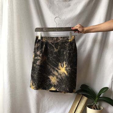 Svileni suknja - Srbija: Svilenkasta suknjica sa postavom.  Veličina: S.  Dimenzije: poluobim s