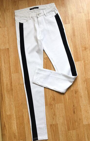 Bele pantalone sa crnom trakom, novo, s
