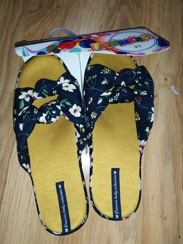 Женская обувь в Чон Сары-Ой: Стильные женские домашние тапочки оптом. Качество люкс. Бренд