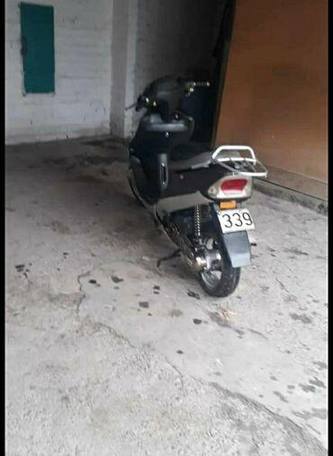 трехколесный скутер для доставки в Кыргызстан: Продаю: Скутер в хорошем состоянииНе дымит не троит, тяга хорошая