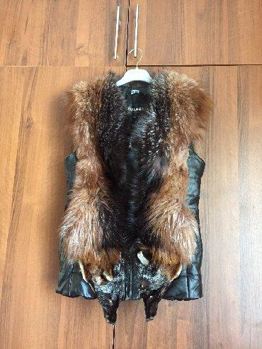 жилет лиса в Кыргызстан: Продаю кожаную жилетку мех лиса 46 размер . Покупали на приданое