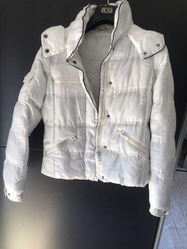 Caliope bela jakna kratka.S velicine moze i M. Topla je i moderna