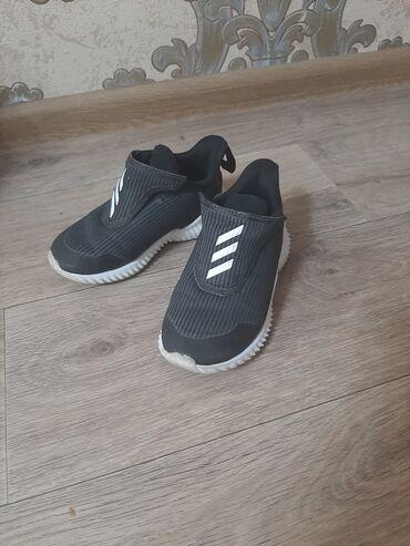 Кроссовки оригинал Adidas размер на 2-3 года. Покупали за границей