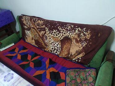 Диваны - Кыргызстан: Комплект из дивана и двух кресел продадим без покрывала