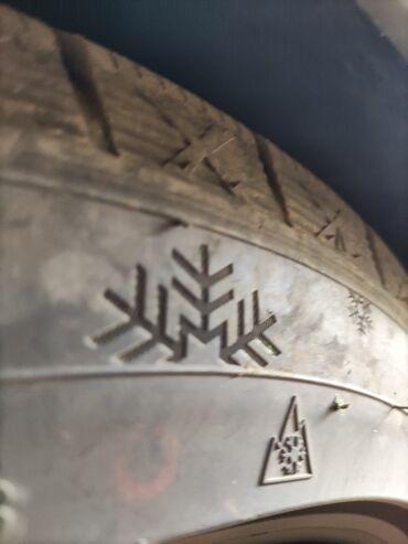 Шины и диски - Бишкек: Продаю комплект разноширокой резины зималипучка держит отлично CENTARA