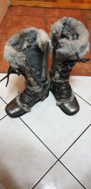 Srebrno sive zenske cizme, tople, sa krznom, duzina gazista 23, broj - Belgrade