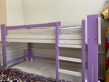 Продаю б/у двухярусную кровать с матрасами 6000 сом. Кровать полностью