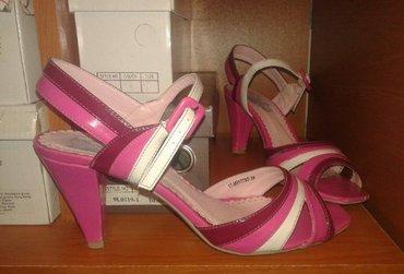 Sandale, udobne, nosene sa sitnim ostecenja prikazanim na slici - Sjenica
