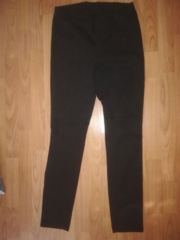 Ženska džemperi   Srbija: Crne farmerke br 38 ili M, imaju izrez na kolenima, moderneBraon