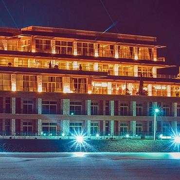 Bakı şəhərində Yuksekmertebeli binanin qorunmasina boyu 1.69 dan yuxari muhafize