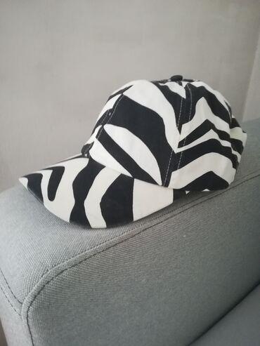 Muski kacket, marka H&M, bele boje sa crnim prugama, nov, uvoz iz