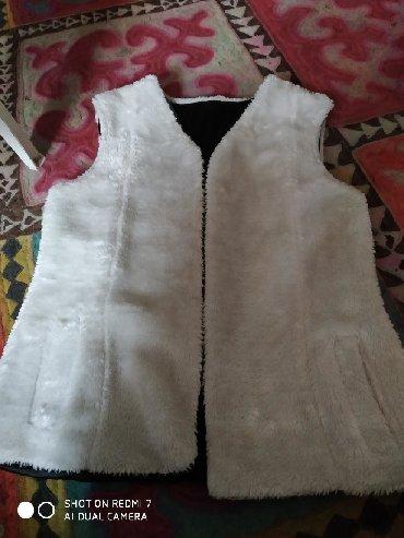 отдам даром в Кыргызстан: Белая безрукавка за 1 кг печенья