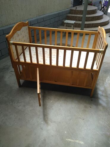 Продаю б/у детскую кроватку цена 4500