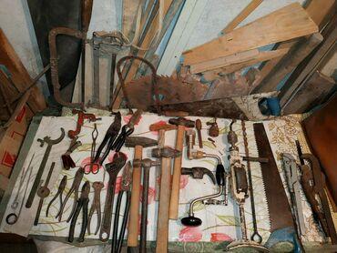 Инструменты разные:Гаечные ключи, топор, молотки, пилы по дереву, по