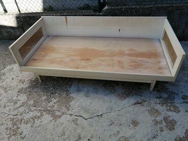 Krevet bez dušeka, dimenzija 190x90, u dobrom stanju, sa strane