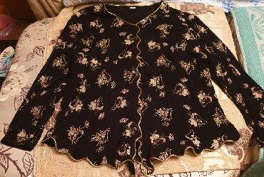 Продаю костюм женский. На чёрном фоне цветы золотом! Очень красивый!!!