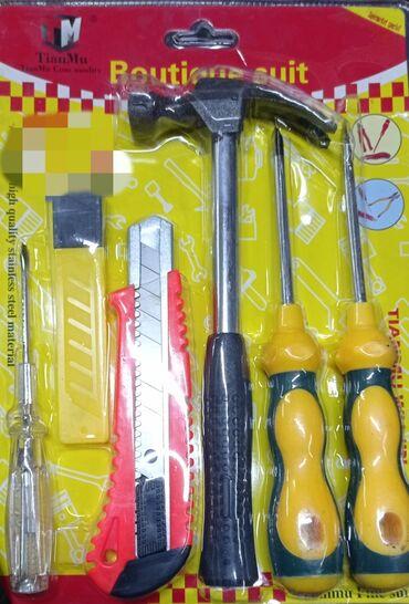 Молоток, отвёртки, и нож к ним запаски