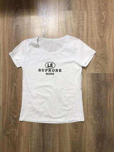 Футболки - Кыргызстан: Продам футболку за 150 сом! Она очень качественная и удобная