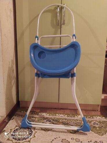 Стол для кормление малышей, почти новый. Кресло сушится(достаточно мяг