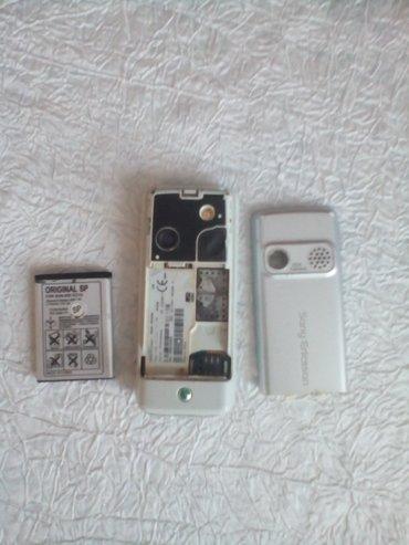 Bakı şəhərində Sony Ericsson K310i telefonu.Antik modeller yiganlar ucun.Tam
