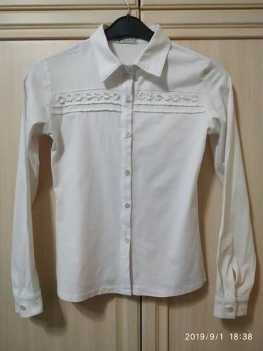 Школьные блузки - Кыргызстан: Белая блузка на девочку.рост 146 см.б/у.в отличном