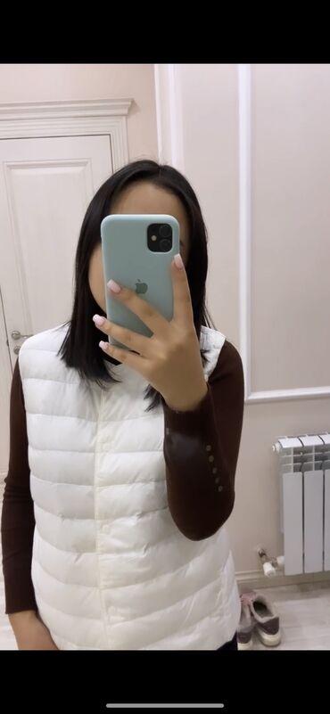 куртки uniqlo в Кыргызстан: Жилетка, куртка UNIQLO В размере S Прямиком из Америки Жилетка -55$ Ку