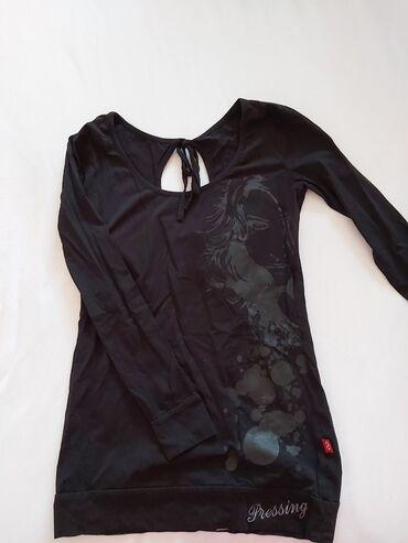Bluza je - Srbija: Bluza sa prorezima na ledjima, XL, ali odgovara i za L, posto je uza