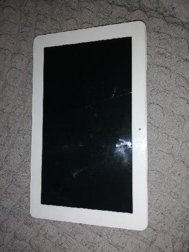 Tablet je skoro pa nov ali ekran je ostecen. Tac radi samo na jednom d