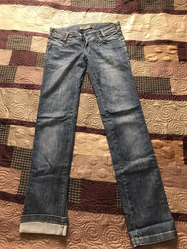женские джинсы 26 размер в Кыргызстан: Джинсы Турция в хорошем состоянии прямые размер 26