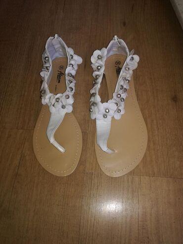 Ženska obuća | Jagodina: Nove bele sandale na prste za 600 din. Nisu nošene nijednom