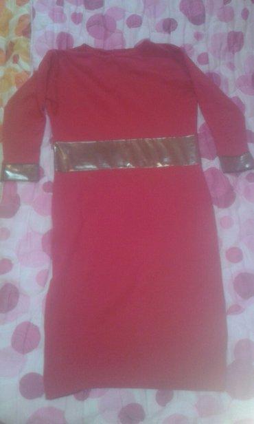 Crvena haljinaa sa zlatnim detaljima. Velicina univerzana. Pogledajte  - Beograd