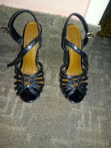 Sandale 37 broj obucene 2-3 puta za vise inf pitajte - Sremska Kamenica