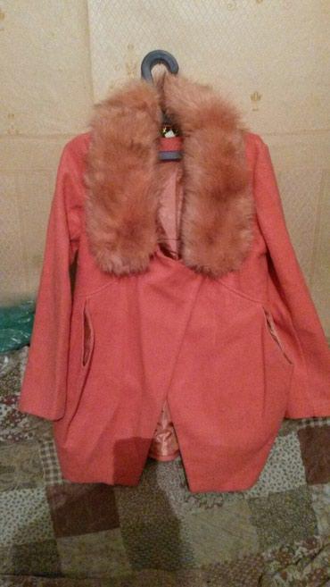 Пальто симпатичное смотриться новое корея 2000адам брала 3200 в Бишкек