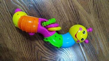Интерактивная игрушка для детей с 3 месяцев. Звенит, трещит, крутится