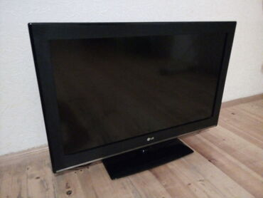 televizor-82 - Azərbaycan: LG televizor. İşləyir. Yaxşı vəziyyətdə qalıb. Ekranı 82 sm-dir