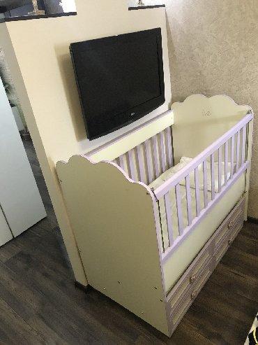 Продам детскую кроватку Belis б/у размер: 124 см на 68 см Система