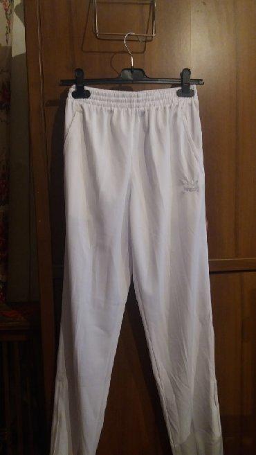 nabor adidas в Кыргызстан: Штаны спортивные. один раз одеты. как новые. 150сом. 48 50 размер