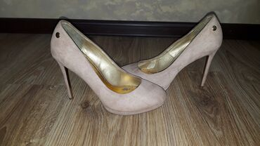 Продаю,разную обувь б/у состояние отличное,1-2 раз гуляли. Вся обувь