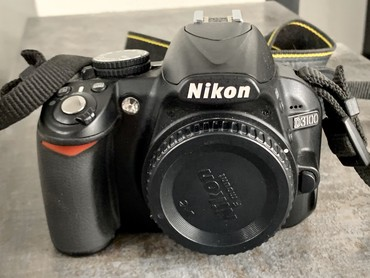 фотоаппарат nikon d3100 в Кыргызстан: Nikon D3100 body, без объективаВсе работает, флешка 8GB и сумка в