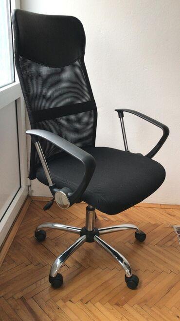 Nameštaj - Indija: Stolica u odličnom stanju. Malo korišćena, bez velikih oštećenja